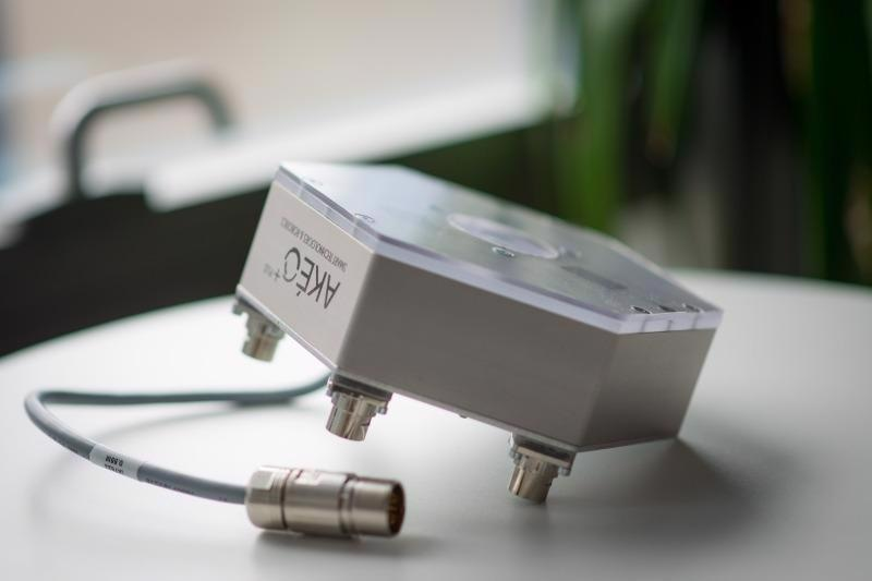 AkeoBi - Sensor for quality inspection of adhesive systems.
