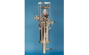 Angle-Resolved Photoemission Spectroscopy Cryostat for Analyzing Photoelectrons