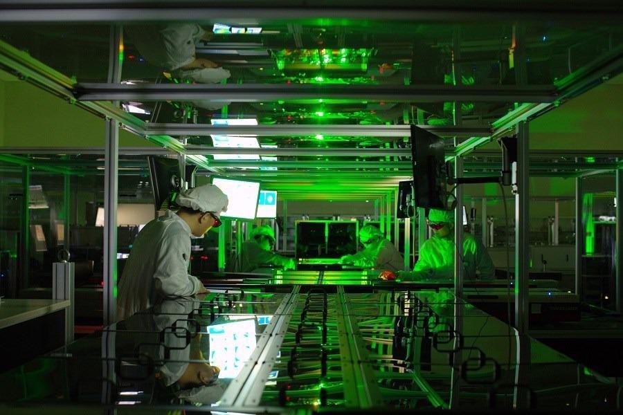 Scientists Demonstrate Record-Breaking Laser Pulse Intensity Using Petawatt Laser