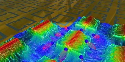 Light focused by nano-antennas on a gold surface leaks out be generating propagating plasmons