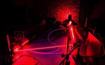 New Virtual-Reality Laser Laboratory Simulates Optical Setups in Real Time